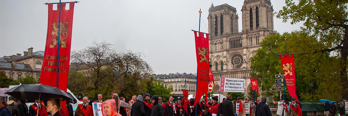 campagne Notre Dame - « … le sourire des sceptiques n'a jamais pu arrêter la marche victorieuse des hommes qui ont la foi. »