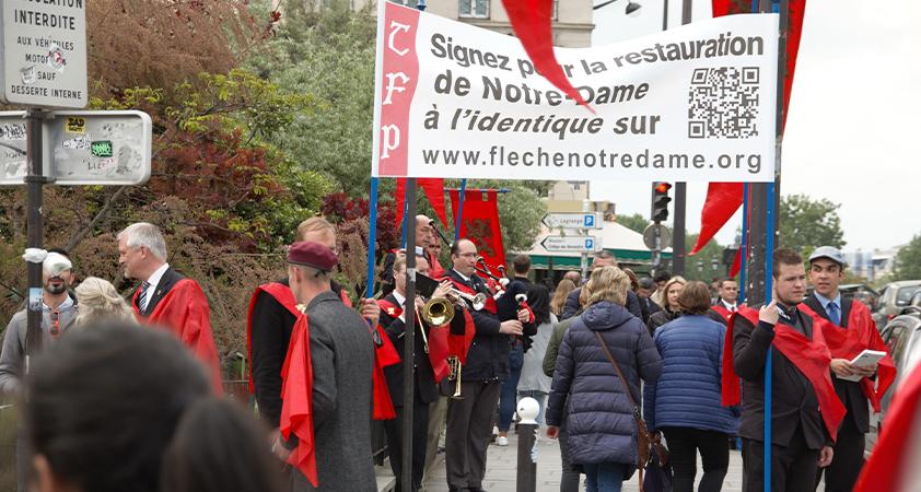 Cinquante mille - Le seuil de 50 000 signataires est déjà atteint et se dirige vers les 100 000 ! En France, de jeunes volontaires de la TFP française...