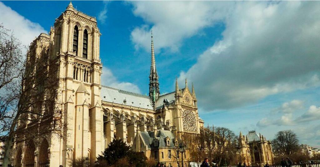 Inscrivez vous à la messe de vendredi prochain 3 1024x536 - Incendie à Notre-Dame : une partie de l'âme de la France a brûlé
