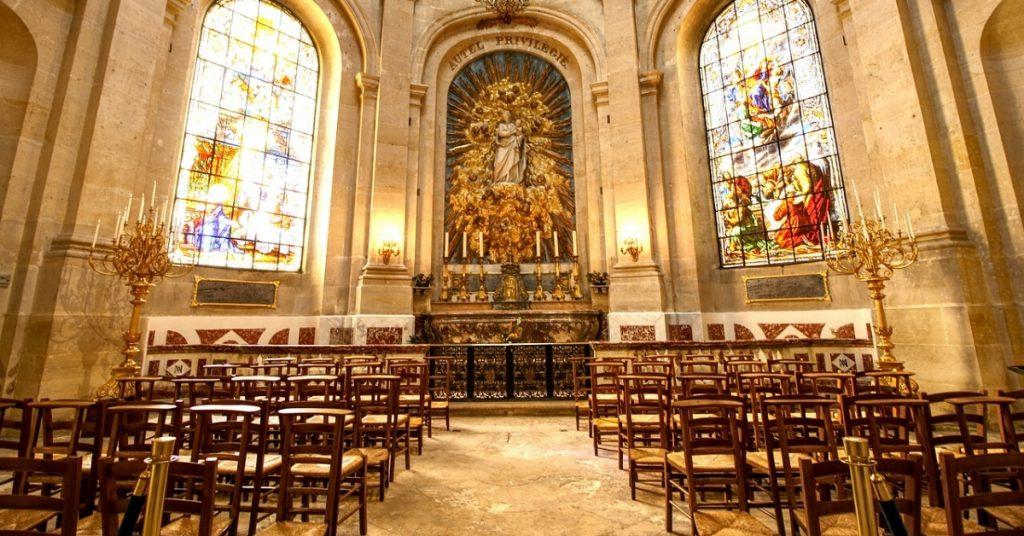 La messe publique reste interdite alors que la France s'apprête à rouvrir des écoles, des magasins et des transports. Les évêques de toute la France...