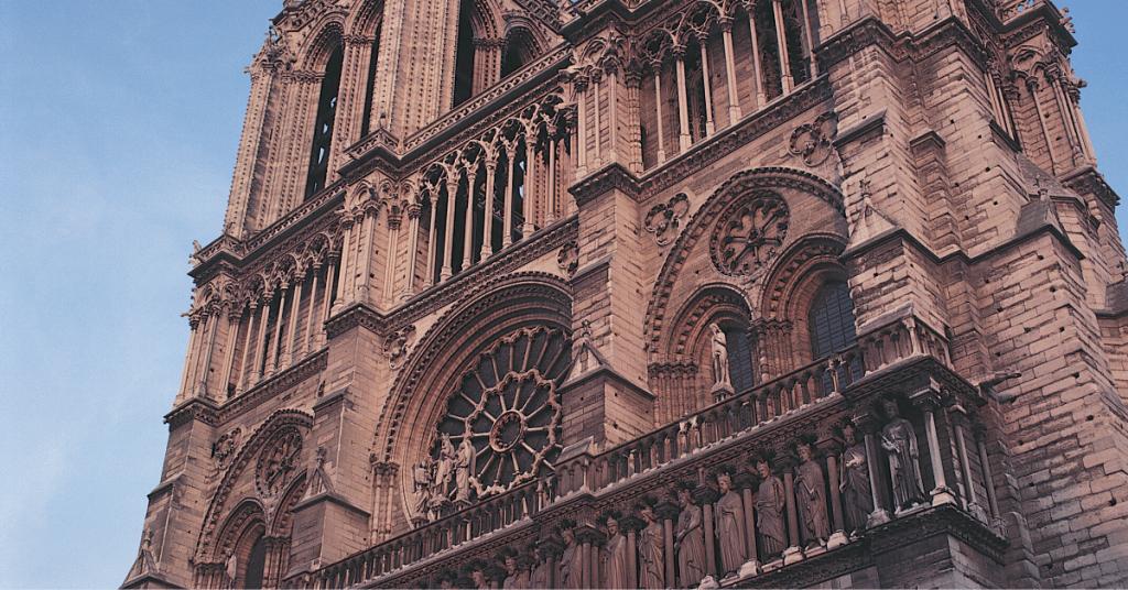 Le chantier reprend doucement - Le vingt-trois avril, une visite de contrôle avait eu lieu sur le chantier de la cathédrale et la reprise...