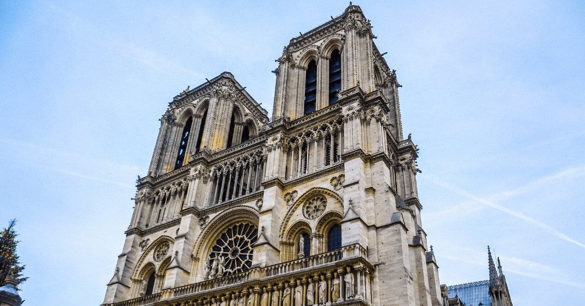 """""""Notre-Dame, LE BRASIER DES VANITÉS"""". Un livre-enquête révélateur sur l'incendie de Notre-Dame (Vidéo - 3 min)  62"""