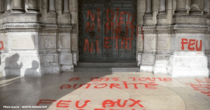 Attaques anti chretiens   assez de paroles des actes 1 1 300x157 - Notre-Dame : un Français sur trois doute de la thèse accidentelle