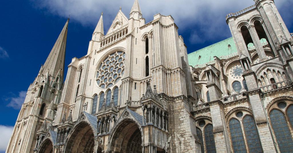 Chartres 1024x536 - Notre-Dame de Chartres: un ode à la Vierge Marie