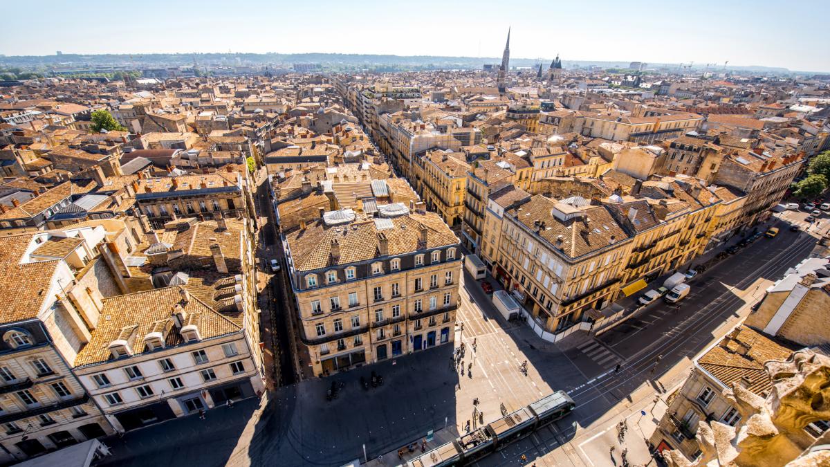 Mignonnes 7 1200x675 - À Bordeaux, une animation 3D remplace le traditionnel sapin de Noël !!