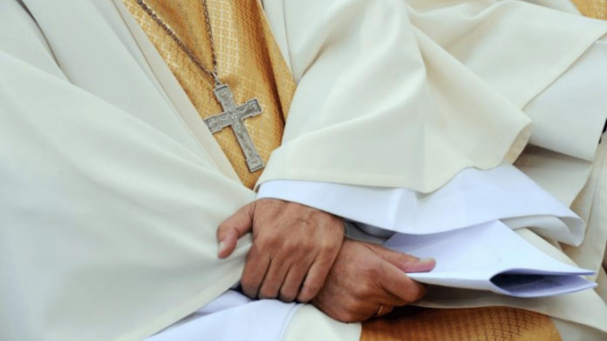 Pretre assassine reveillons nous 18 1200x675 - Rapport sur les abus cléricaux en France : 80% envers les garçons, dans la société civile ce sont 75% envers les filles